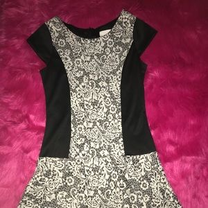 Girl's black and whit pattern dress